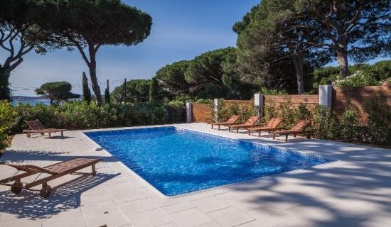 chauffage de bassin piscines cool heures bleues. Black Bedroom Furniture Sets. Home Design Ideas